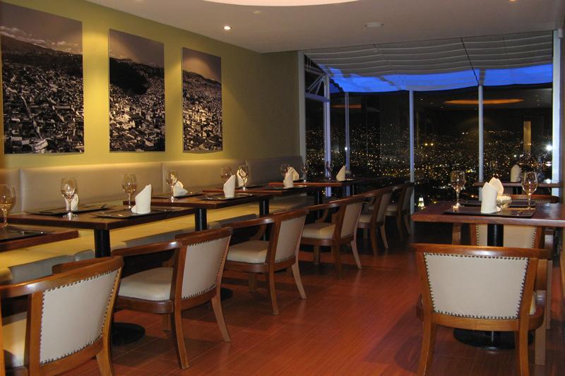 Comedor principal, cuadros centro histórico | Restaurante El Ventanal